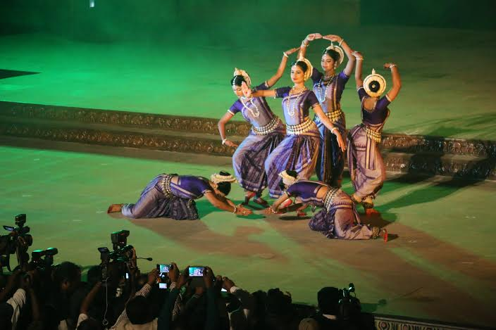 "India: Konark ""Dance festival, dolphins and Hyderabad"""
